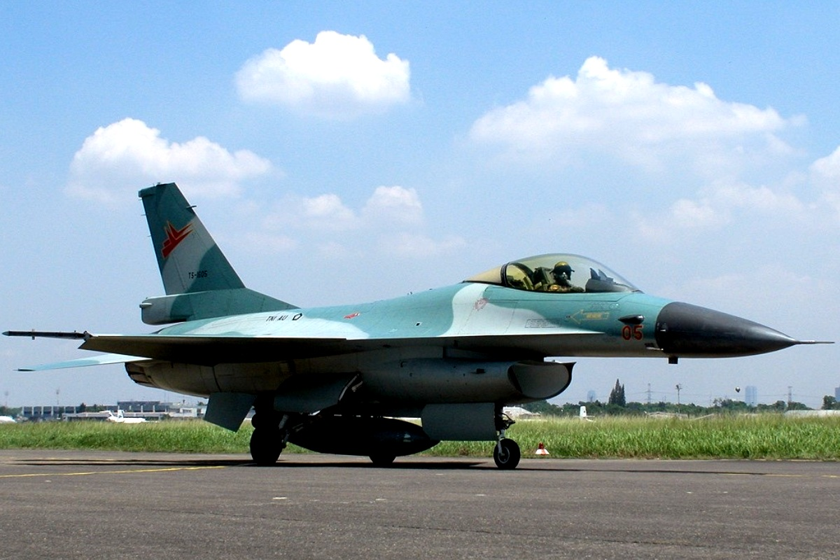 Jet tempur F-16 TNI AU
