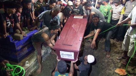 Prosesi Pemakaman Pelaku Teror Bom Sarinah Asal Subang Berjalan Lancar