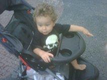 Baby+no+Caveirismo%21%21 E nos passeios pelo bairro com o cão...