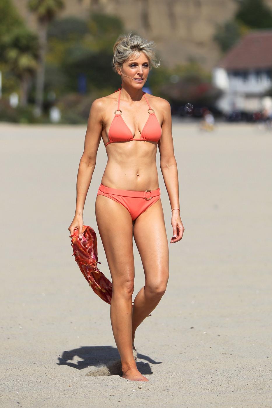 bikini mature picture