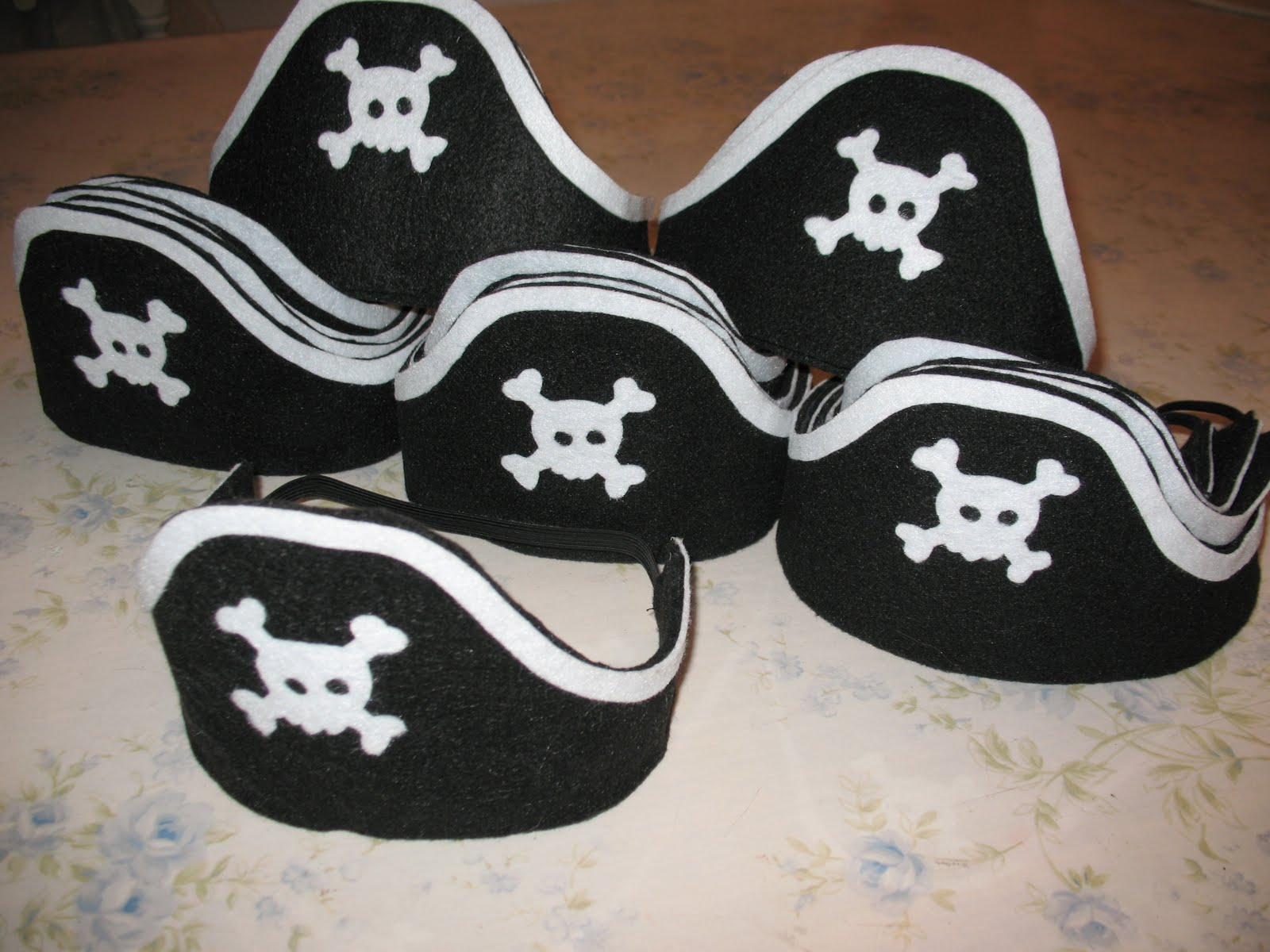 Artsy fartsy felt pirate hooks for Diy pirate hat template