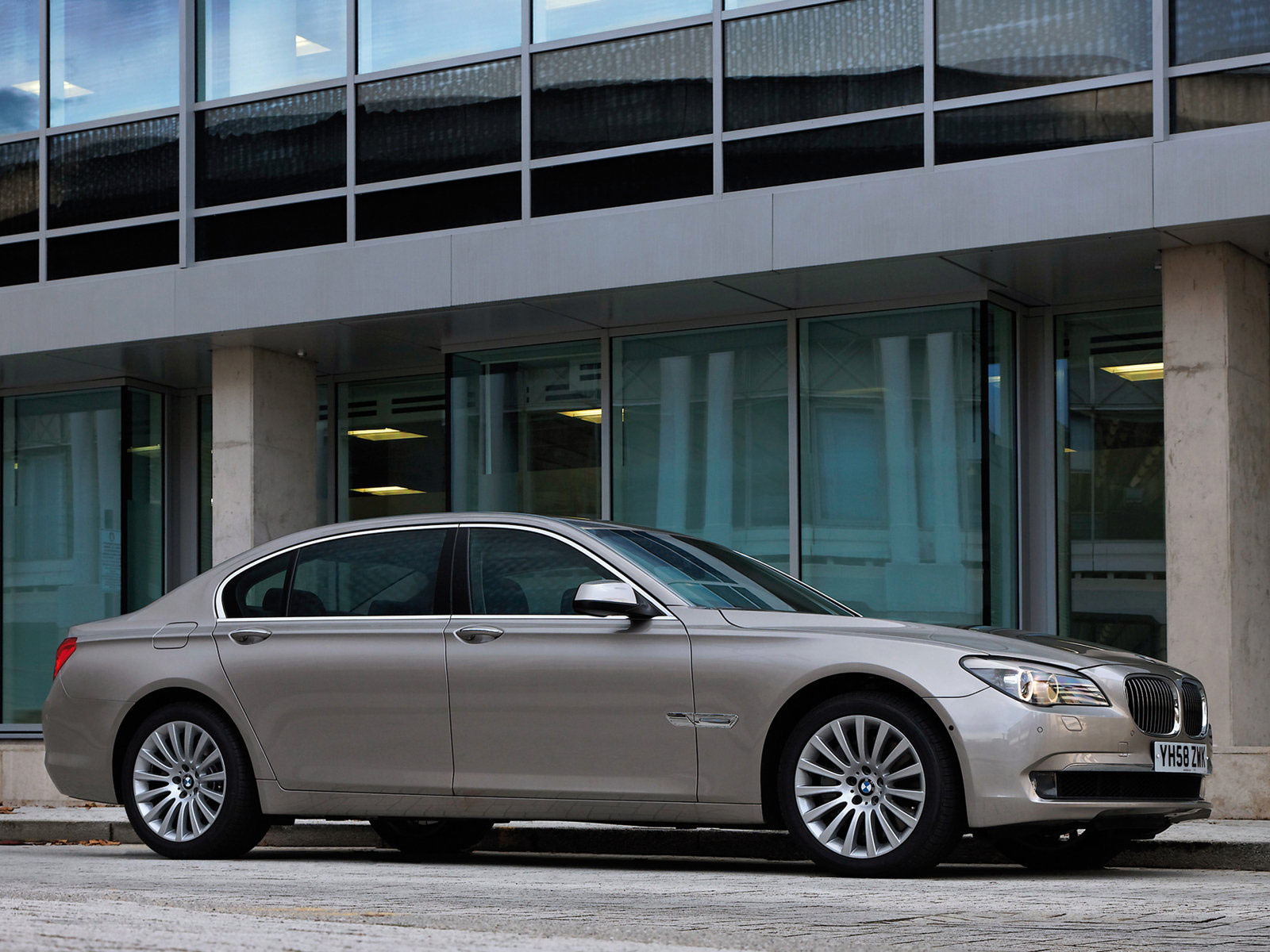 2009 BMW 7-Series UK Version | Gambar Mobil BMW |