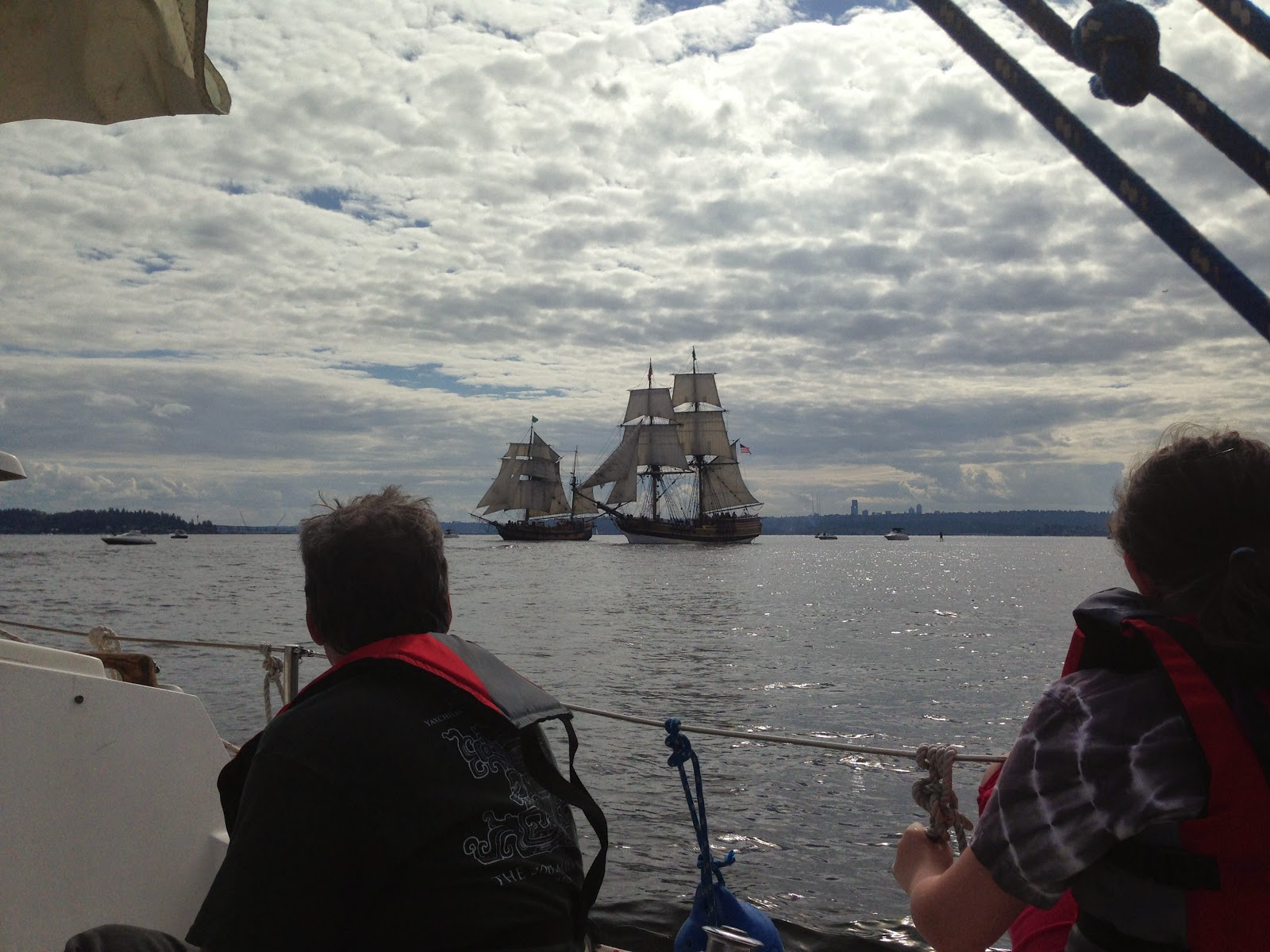 the catalina 22 yacht s log 2014 mock battle between the lady washington and the hawaiian chieftain