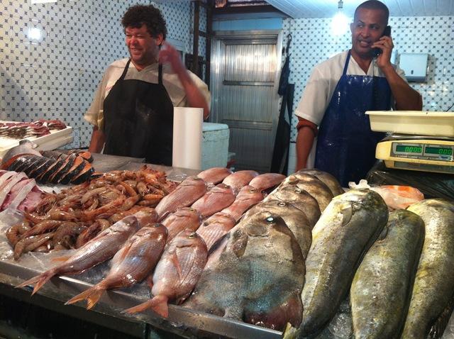 Peixes expostos no Mercado São Pedro, Niterói