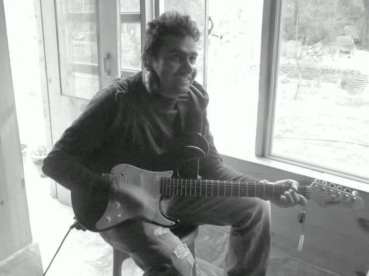 मनाली येथे अचानक मिळालेली आवडते गिटार वाजवण्याची संधी !
