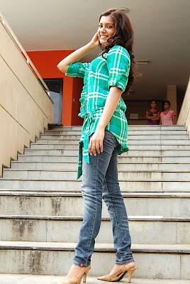 Actress Samantha Cute in Green Dress Photos