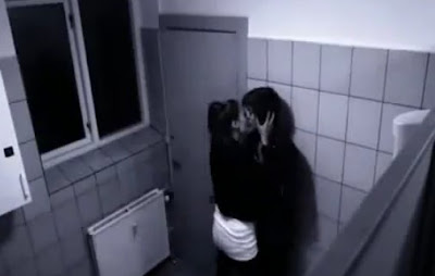 lendas urbanas, afinzona do banheiro, mulher tarada,  vídeo, câmera escondida, justin bieber