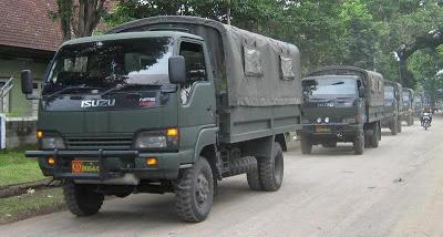 TNI AD Bantu Distribusi Barang di Perbatasan