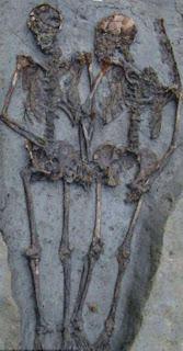 العثور على حبيبين تحت الأرض منذ 1500عام