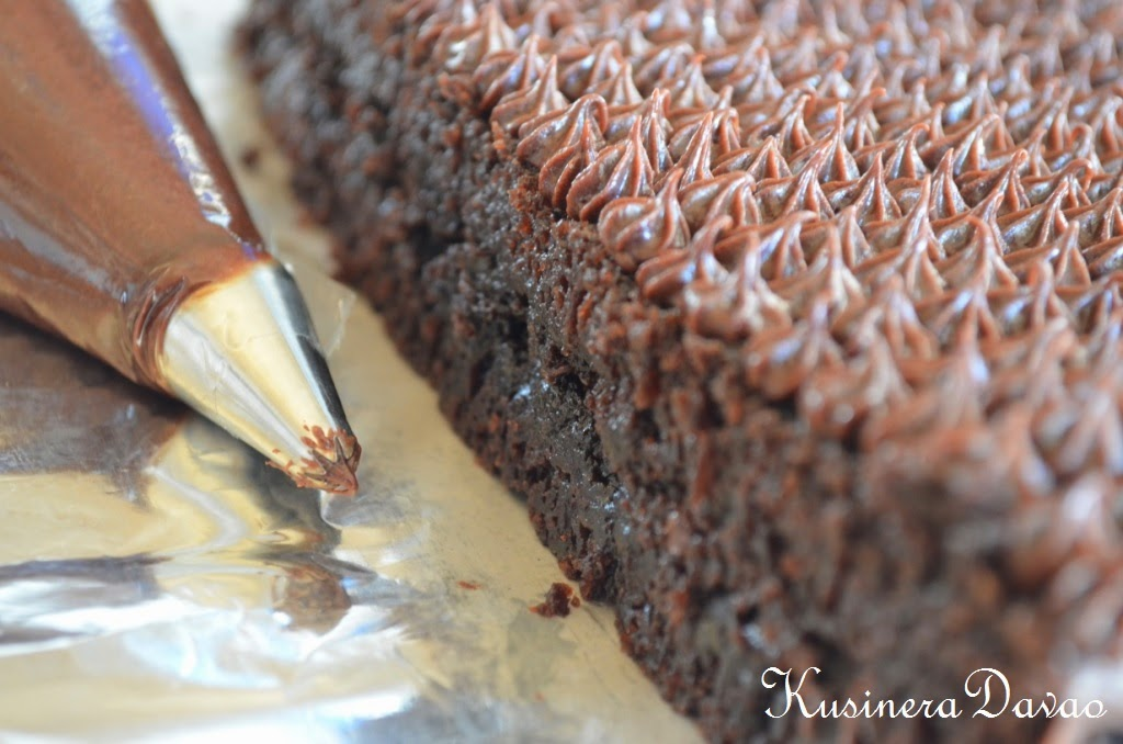 how to make an icing bag from parchment paper
