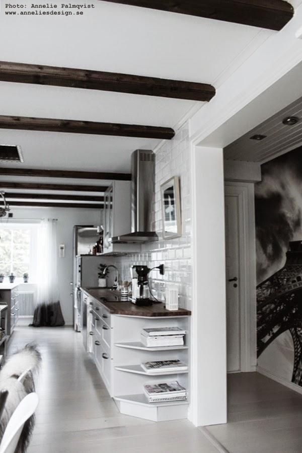 kök, köksbänk, köksbänkar, hth, köket, kökets, grått, svart oh vitt, industristil, fototapet, mr perswall, kaffekokare, tabbjälkar, vitt kakel vid diskbänken, vitt