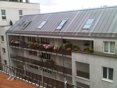 Begrünte Balkon vom Dach aus gesehen