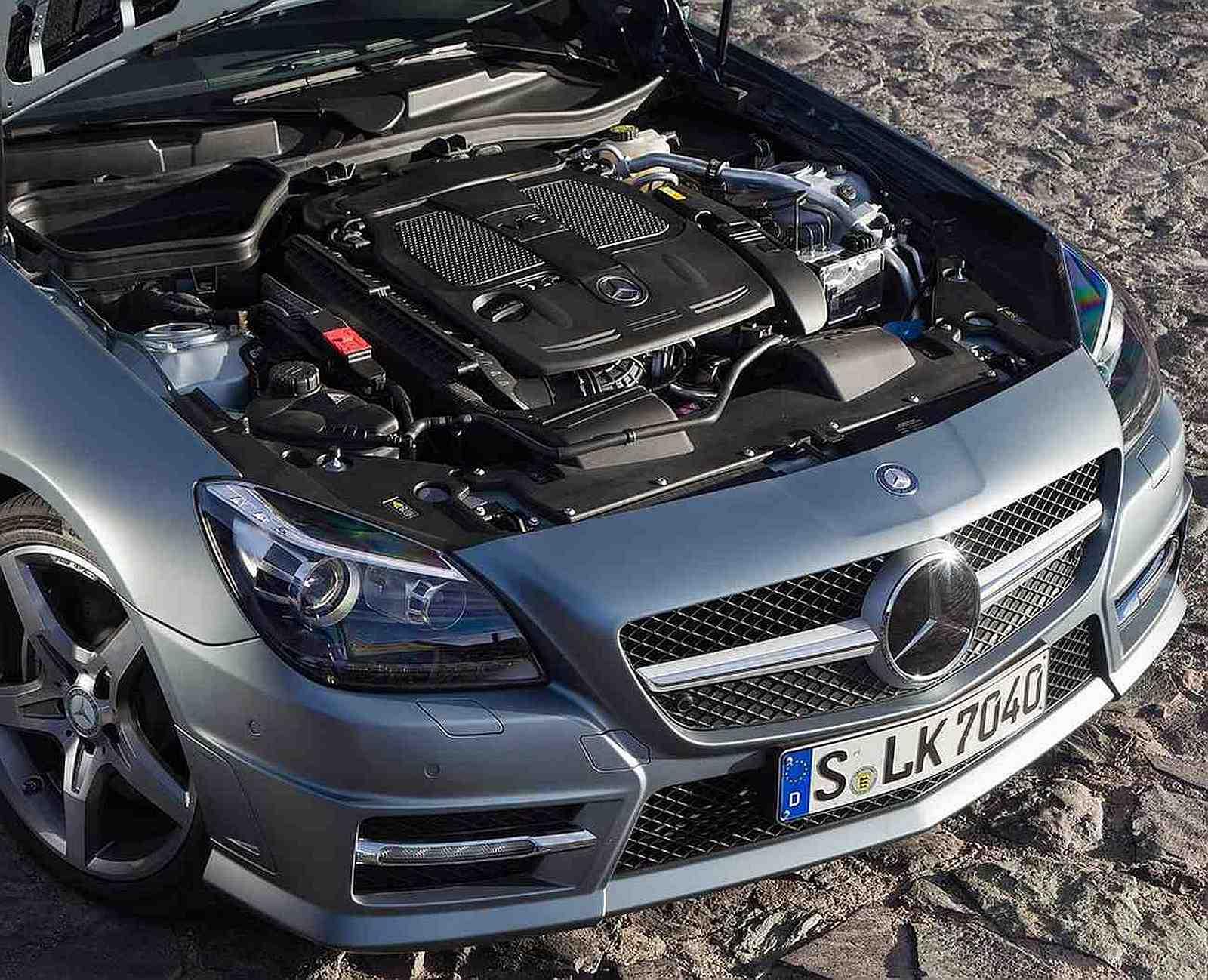 http://3.bp.blogspot.com/-lhVq61-T1Fs/Tmi-jRl3bBI/AAAAAAAAA5E/XIQNGEx1KLs/s1600/2012-Mercedes-Benz-SLK350-Engine.jpg