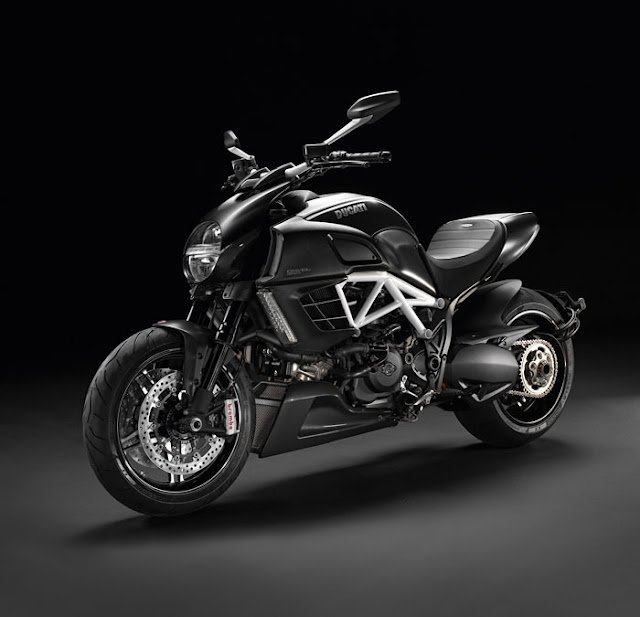 Ducati Diavel AMG-2012.jpg