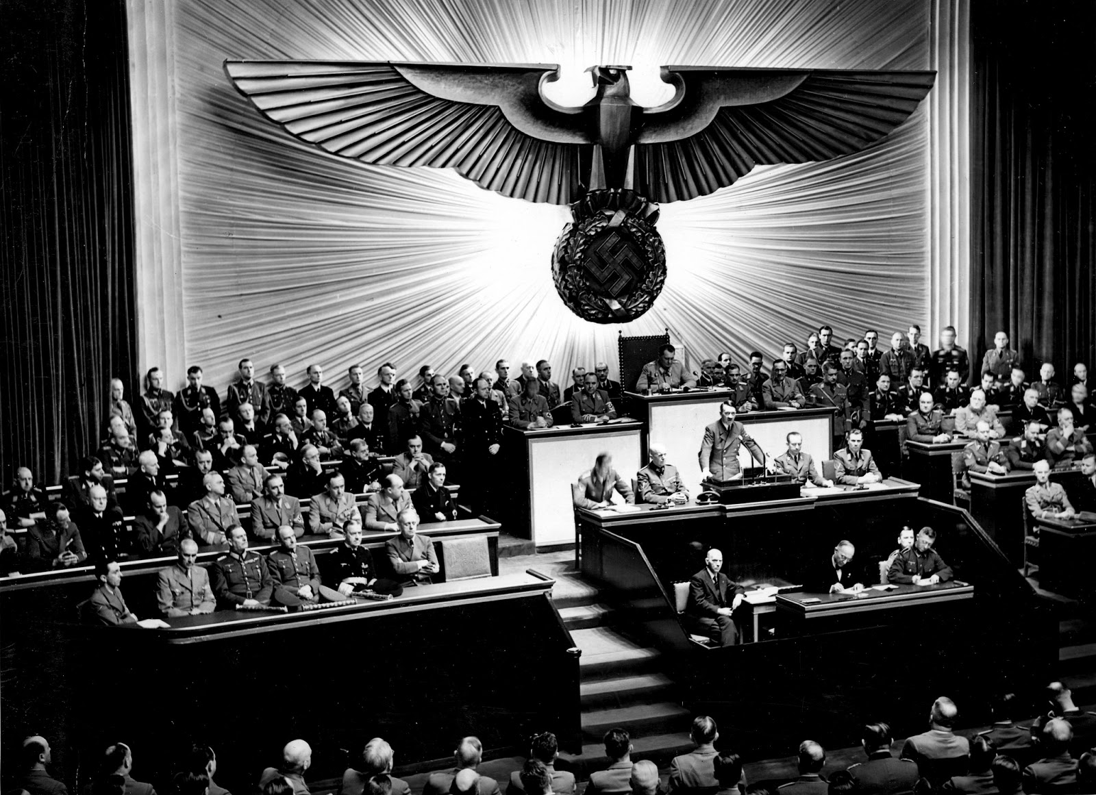 hitlers underestimation of the allies Why hitler's grand plan during the second world war collapsed two key factors undermined germany's campaign: us involvement boosted the allies' arms-producing capabilities, while sheer soviet manpower led to catastrophic defeat in russia.