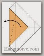 Bước 6: Gấp chéo cạnh giấy sang bên trái.