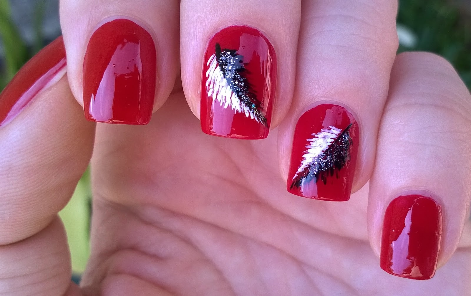 Life World Women: Elegant Red Nails With Feather Nail Design