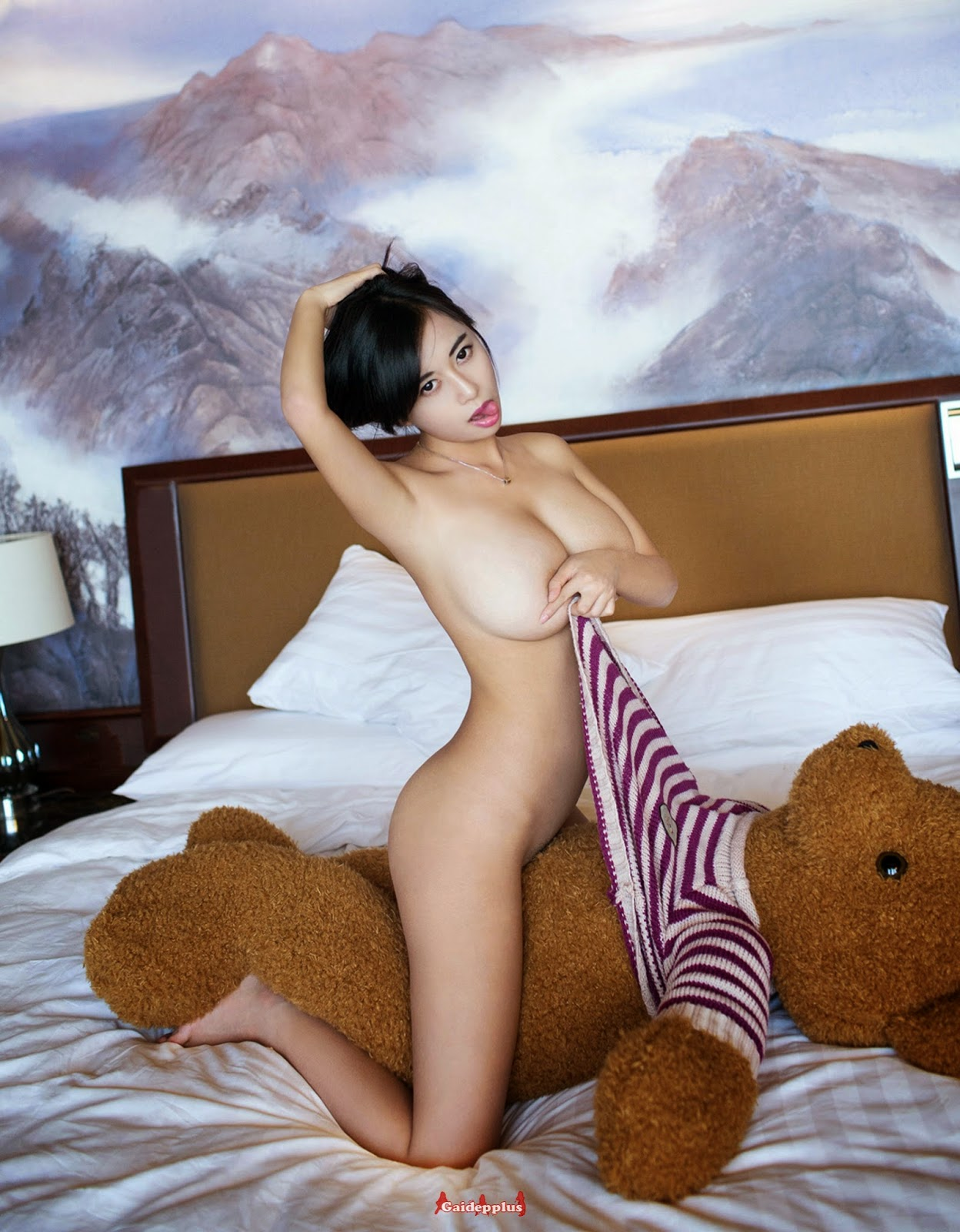 Nude chinese slut