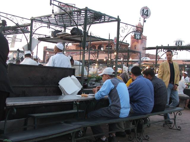 cenare in piazza Djamaa el-Fna