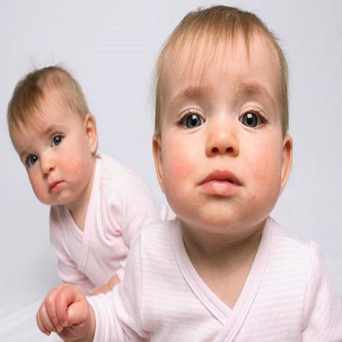 Photo b b jumeaux b b et d coration chambre b b sant b b beau b b for Chambre jumeaux bebe
