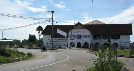 Biro ini terletak di jalan Medan-Banda Aceh, Cot Tgk Nie Reuleut Kec. Muara Batu Kabupaten Aceh Utara