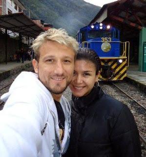 Melissa García y Guti en el paredero del ferrocarril