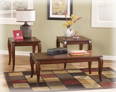 Penataan Meja dan Kursi Ruang Santai Keluarga