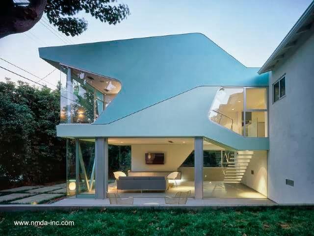 Arquitectura de casas ampliaci n de dise o futurista en for Casas modernas futuristas