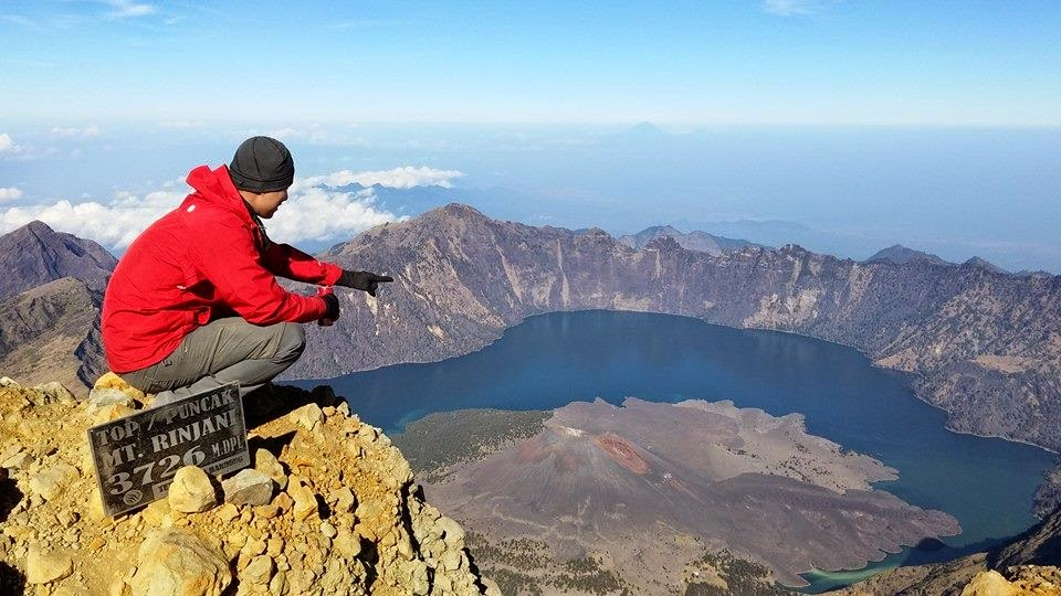 Climbing mount Rinjani package Lombok island Indonesia
