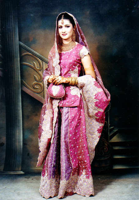 Indian wedding dresses indian bridal wedding style guide for Wedding dresses indian style