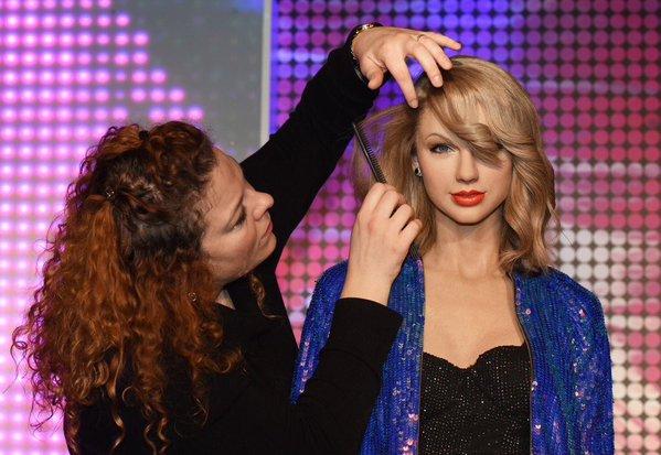"Museo de Berlín inaugura estatua de cera de Taylor Swift con trajes del ""1989 World Tour"""