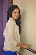 Ritu Varma latest glamorous photos-thumbnail-8
