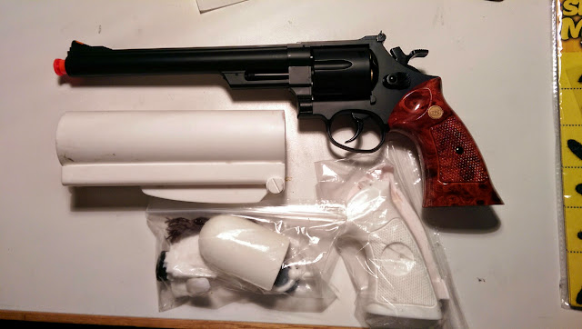 UHC Airsoft Pistol + Blind Squirrel Props Hellboy Samaritan kit