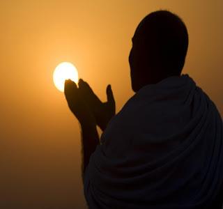 Bacaan Doa Qunut Sholat Subuh dan Terjemahannya