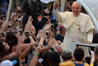 """O Papa chama os jovens a """"fazer barulho"""" e ir contracorrente"""