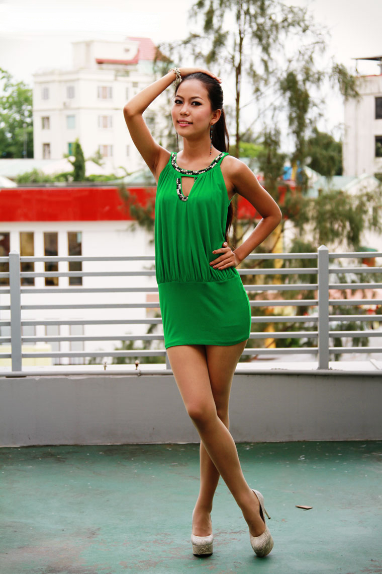 Model Sweety Ko: Hot Teenage Girl in Mini Fashion Dress.