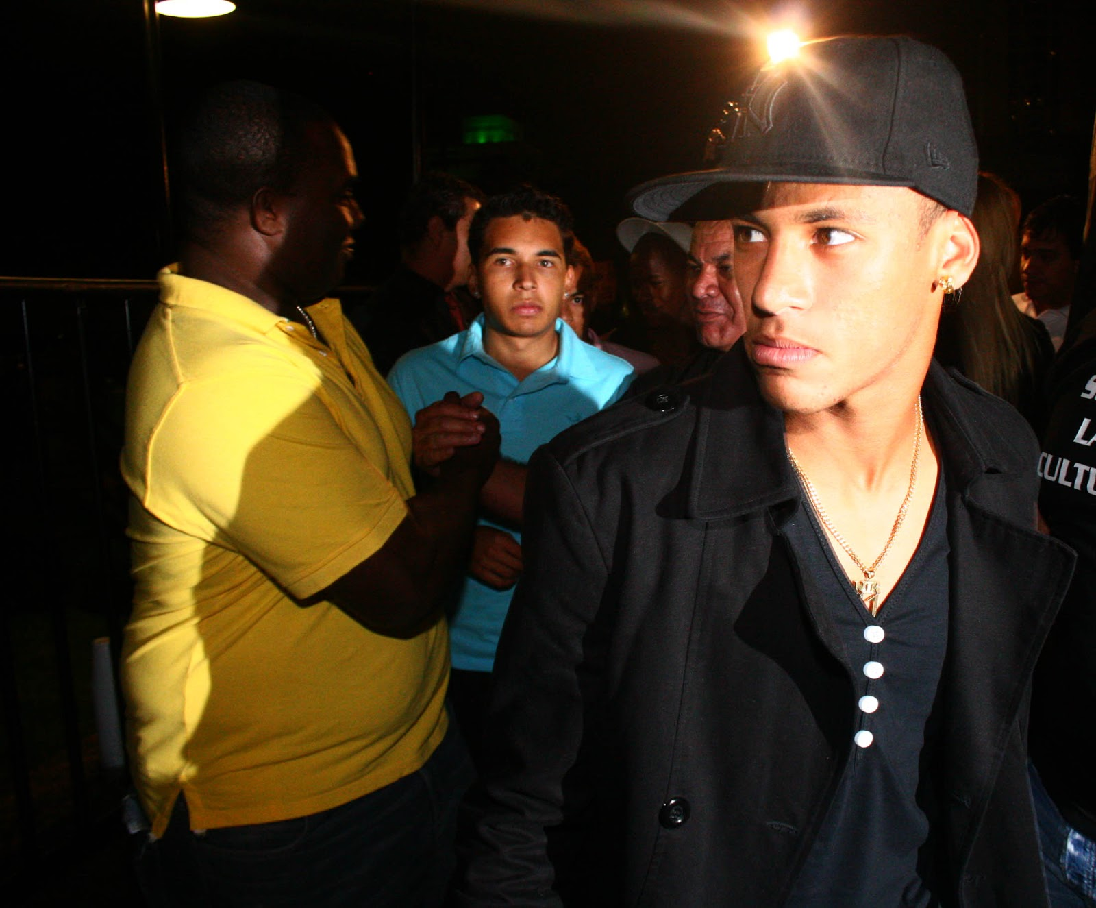 http://3.bp.blogspot.com/-lkAMtjPH1qg/UTsvXqcX2bI/AAAAAAAABfE/U3tVFG7mWI8/s1600/Neymar%2BDisco%2BParty%2BWallpaper.jpg