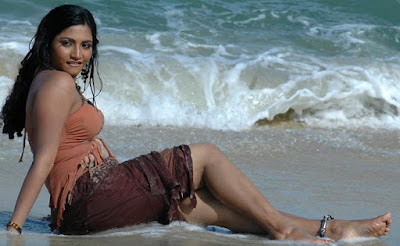 Gayatri-Hot-In-Beach-Photoshoot