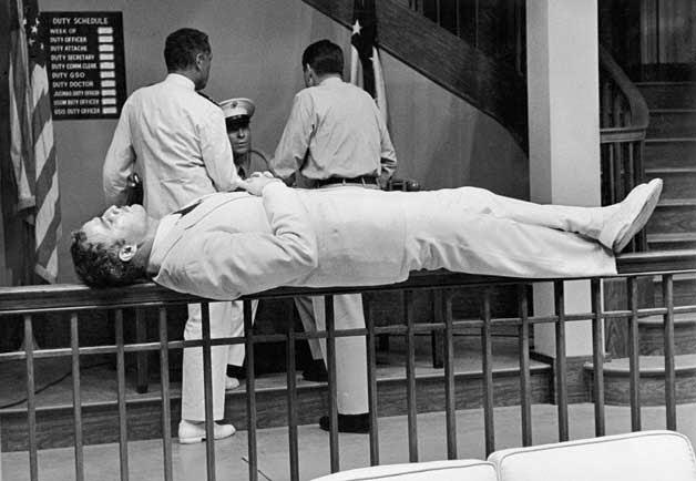 En un descanso de Su excelencia el embajador, 1962
