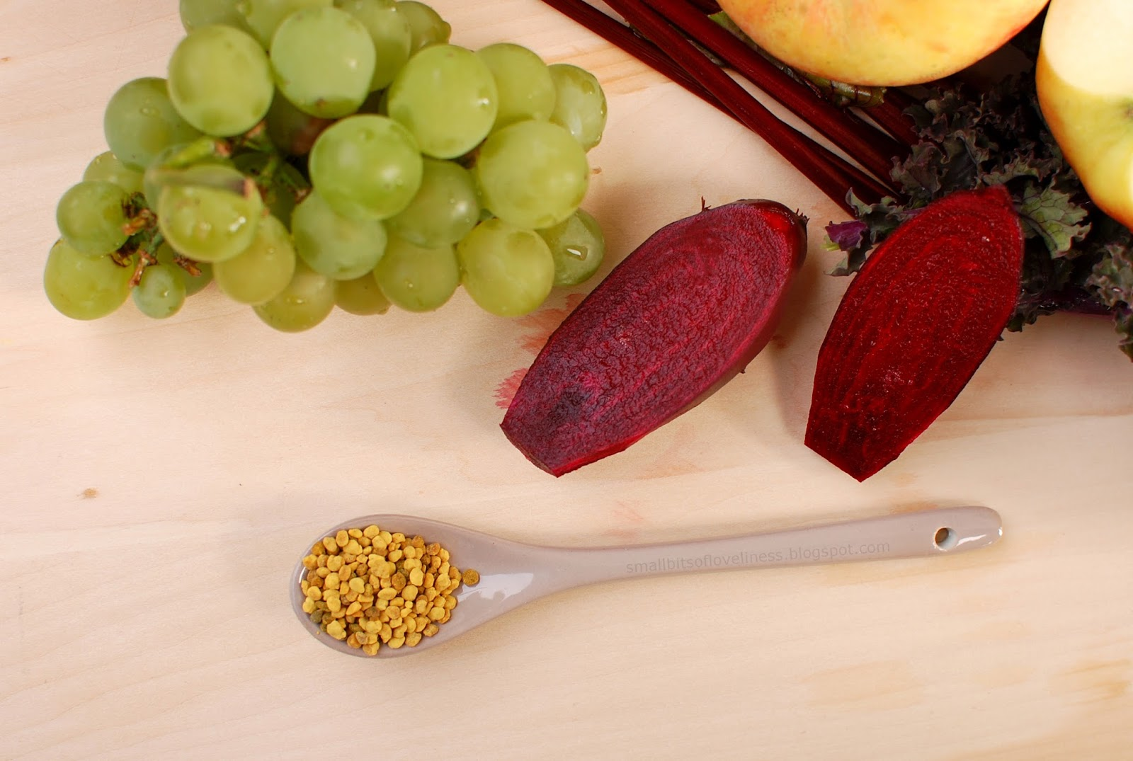 Fall Smoothie bee pollen, bee, grapes