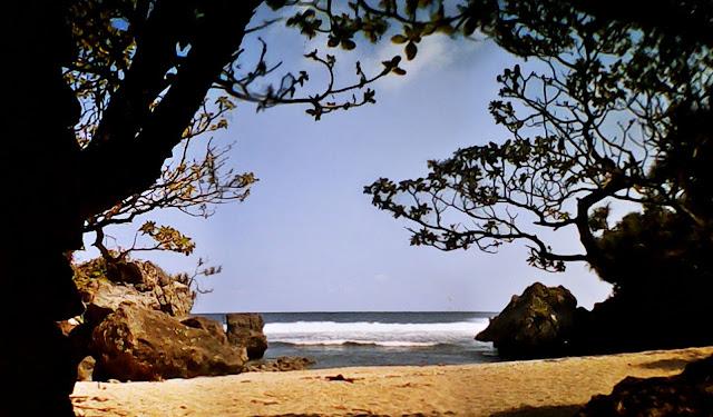 Pantai Nglolang