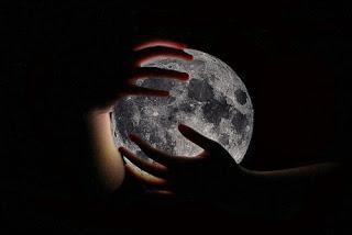 la luna en mis manos