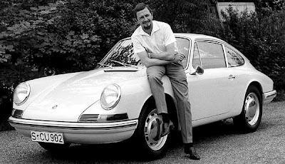 "Ferdinand Alexander Porsche ""Butzi"" con la prima 911"