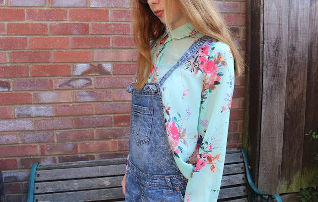 How I Style | Dungarees primark fun flowers blouse