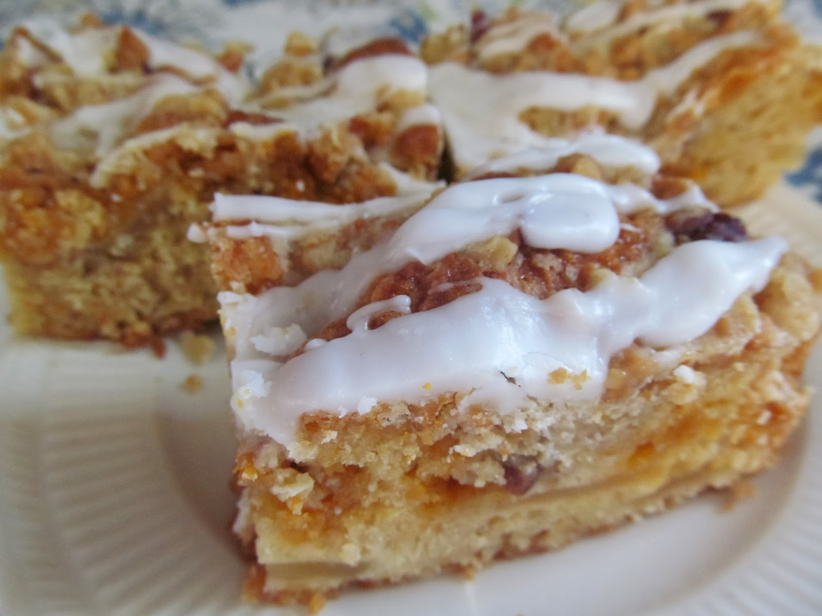 Home Joys: Flo's Cakes - Apple Coffee Cake