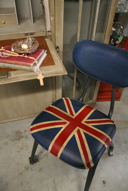 Much Easier Than Reupholstering! Chalk Paint® Can Stick To Vinyl And  Leather!