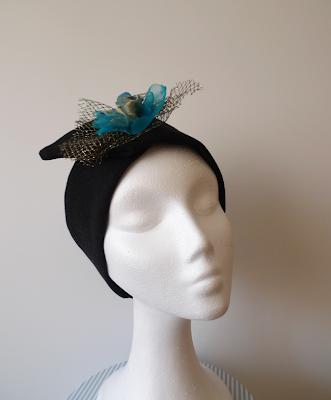 turbante ojuilla flor turquesa y dorada