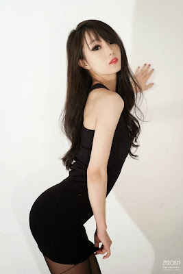 Im Soo Yeon Sexy Model in Black