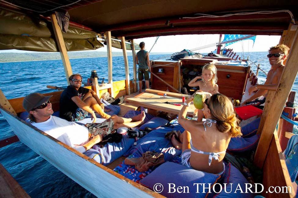 Croisière Kitesurf - Planche à voile à bord de Zirbad avec l'équipe Oxbow (voilier tradtionnel) en Indonésie - www.piratesbaycroisiere.fr