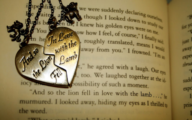 Collar y Libro Imágenes de Amor - Love Images